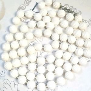 Vintage Sarah Coventry White Beaded Necklace